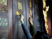 Nửa đêm nhét tiền lẻ vào cấm cung xin lộc vua Trần