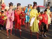 """Tiên nữ đi cà kheo, thầy trò Đường Tăng  """" xuất hiện """"  ở Chợ Lớn"""
