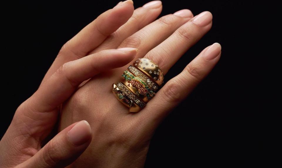 """""""Hamburger"""" nhỏ nhất TG, đính đầy kim cương, không ăn được nhưng có giá 284 triệu đồng - 1"""