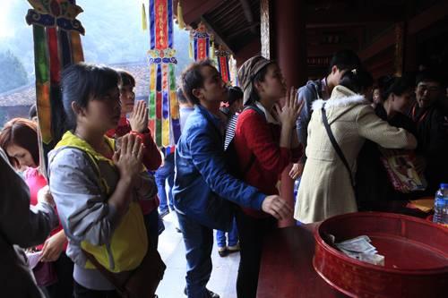 Công đức ở đền chùa: Có nên cầu trúng số, buôn may bán đắt? - 1