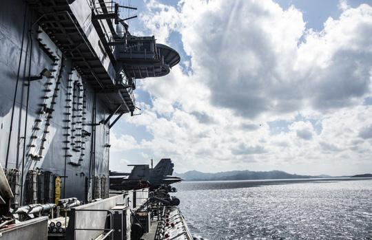 Hình ảnh mới nhất trên Biển Đông của tàu sân bay Mỹ sắp đến Việt Nam - 3