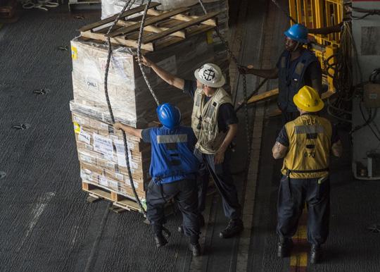 Hình ảnh mới nhất trên Biển Đông của tàu sân bay Mỹ sắp đến Việt Nam - 20