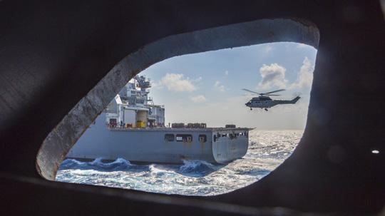 Hình ảnh mới nhất trên Biển Đông của tàu sân bay Mỹ sắp đến Việt Nam - 21