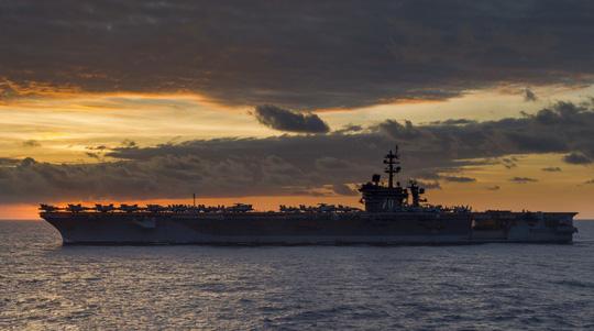 Hình ảnh mới nhất trên Biển Đông của tàu sân bay Mỹ sắp đến Việt Nam - 4