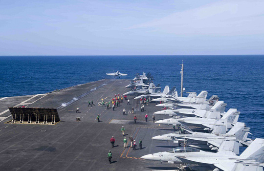 Hình ảnh mới nhất trên Biển Đông của tàu sân bay Mỹ sắp đến Việt Nam - 5