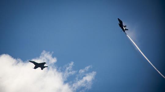 Hình ảnh mới nhất trên Biển Đông của tàu sân bay Mỹ sắp đến Việt Nam - 8
