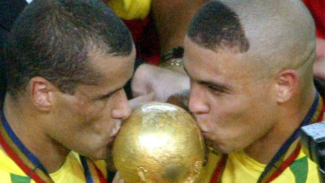 """Neymar được siêu mẫu """"thưởng nóng"""" trước khi lên bàn mổ - 4"""