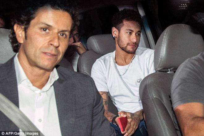 """Neymar được siêu mẫu """"thưởng nóng"""" trước khi lên bàn mổ - 1"""