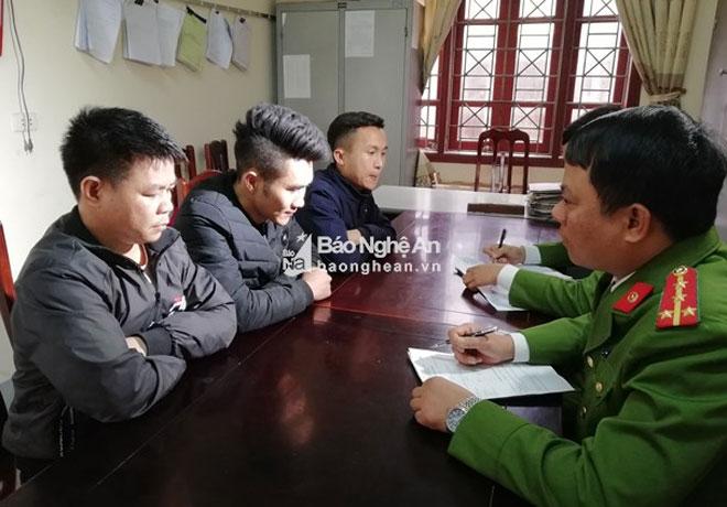 """Nhóm thanh niên """"truy sát"""" ô tô trên QL1 ở Nghệ An khai gì? - 2"""