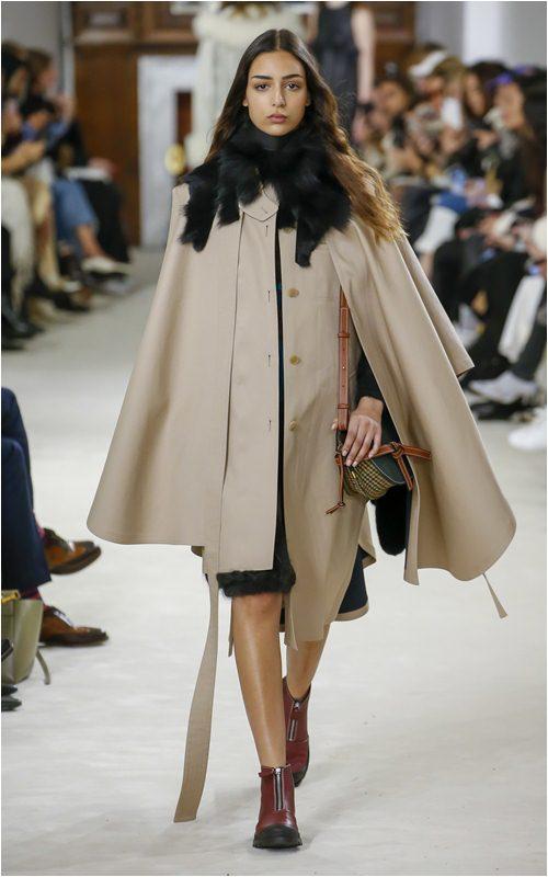 Xu hướng kỳ lạ: Mặc áo con ngoài áo khoác đang trở lại? - 14