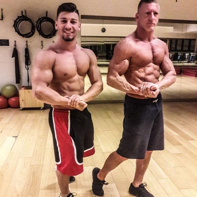Nỗ lực sở hữu thân hình cơ bắp không thua lực sĩ của ông bố 50 tuổi - 2