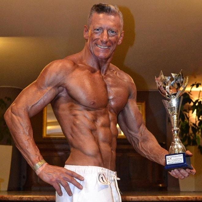 Nỗ lực sở hữu thân hình cơ bắp không thua lực sĩ của ông bố 50 tuổi - 4