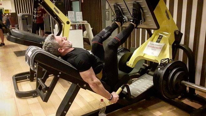 Nỗ lực sở hữu thân hình cơ bắp không thua lực sĩ của ông bố 50 tuổi - 5