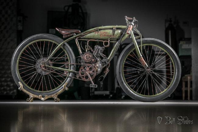 1926 Harley-Davidson Board track racer được đặt biệt danh ấn tượng  Peashooter  (Súng bắn hạt đậu) là một mẫu xe đua hoàn toàn.