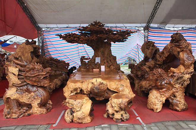 Chiêm ngưỡng bộ kỳ mộc Tứ linh quần tụ bằng gỗ nu nghìn năm tuổi giá 3,5 tỷ đồng - 1