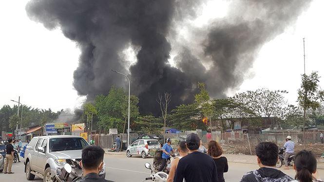 Cháy lớn tại khu nhà xưởng, hàng quán trong làng Triều Khúc - 2