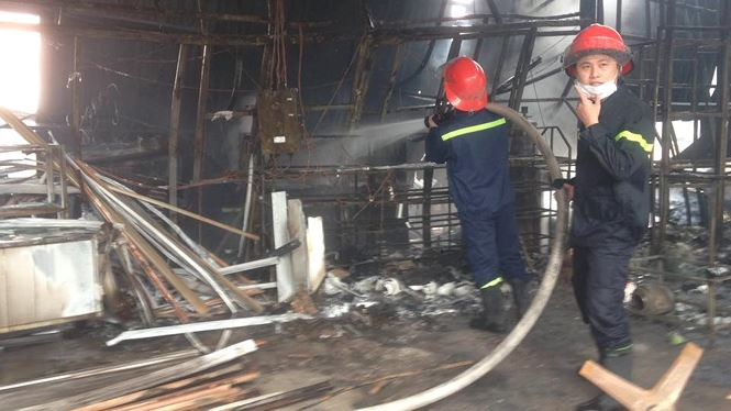 Cháy lớn tại khu nhà xưởng, hàng quán trong làng Triều Khúc - 3