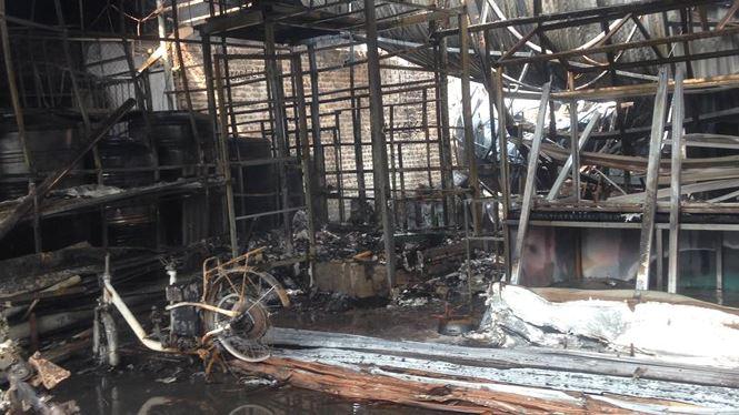 Cháy lớn tại khu nhà xưởng, hàng quán trong làng Triều Khúc - 4