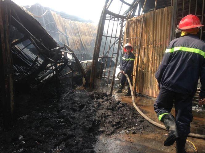 Cháy lớn tại khu nhà xưởng, hàng quán trong làng Triều Khúc - 5