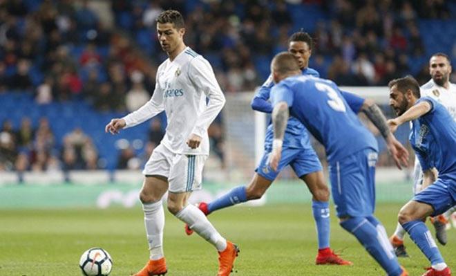"""Ronaldo """"gầm thét"""": Real lập hattrick Cúp C1 trong tầm tay - 1"""
