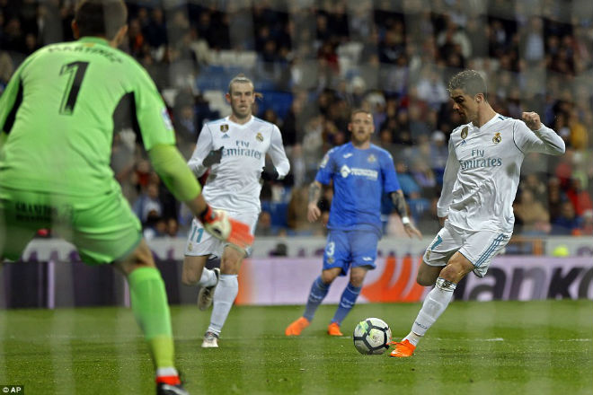 Ronaldo ghi 300 bàn Liga nhanh hơn Messi, nguy cơ lỡ đại chiến PSG - 3