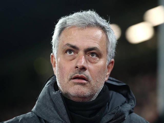 MU thắng nghẹt thở: Mourinho thừa nhận may mắn, mắng xối xả hàng thủ