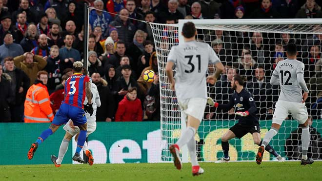 """MU thủng lưới """"ngây thơ như trẻ con"""": Mourinho tức điên chửi thề - 1"""