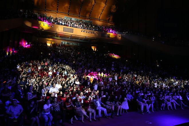 Giọng ca Modern Talking khiến 4.000 khán giả vờ Hà Nội nhũn nhặn khiêu vũ - 2