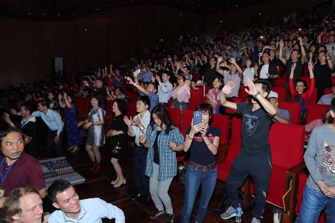 Giọng ca Modern Talking khiến 4.000 khán giả vờ Hà Nội nhũn nhặn khiêu vũ - 7