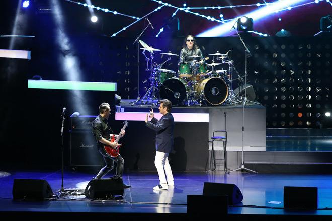 Giọng ca Modern Talking khiến 4.000 khán giả vờ Hà Nội nhũn nhặn khiêu vũ - 4
