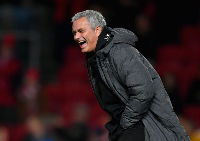MU đánh bại Liverpool: Mourinho kiêu hãnh, xem thường Salah & Klopp - 1