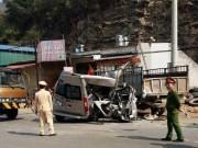 Tin tức trong ngày - Đâm đuôi xe tải, xe khách bị vò nát, 2 người tử vong tại chỗ