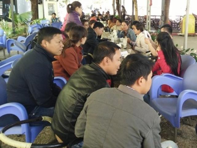Đắk Lắk: Lương bèo bọt, giáo viên hợp đồng đi bán cháo nuôi nghề