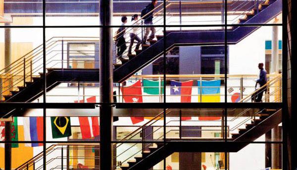 """""""Đột nhập"""" 5 trường học đắt đỏ nhất thế giới - 12"""