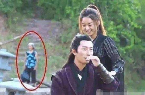 """""""Thánh soi"""" nhặt lỗi ngớ ngẩn trong phim Trung Quốc - 2"""