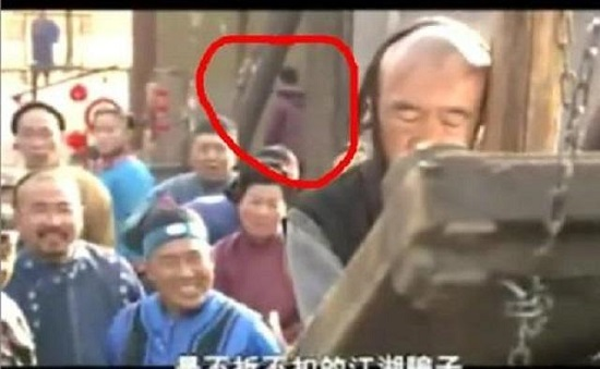 """""""Thánh soi"""" nhặt lỗi ngớ ngẩn trong phim Trung Quốc - 7"""