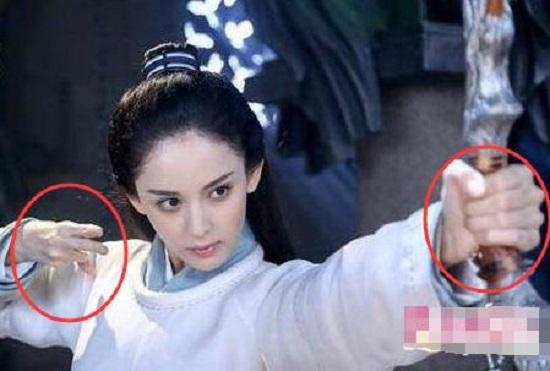 """""""Thánh soi"""" nhặt lỗi ngớ ngẩn trong phim Trung Quốc - 9"""