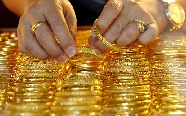 Vì sao vàng được dự báo giảm mạnh tuần này? - 1