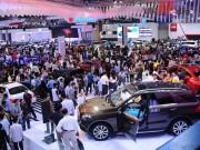 Thị trường ô tô trong nước sụt giảm quá nửa