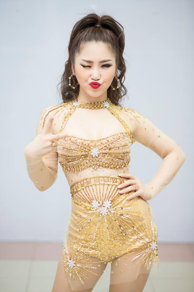 Phong cách táo bạo của dàn mỹ nữ Việt công khai bị gạ tình bạc triệu - 5