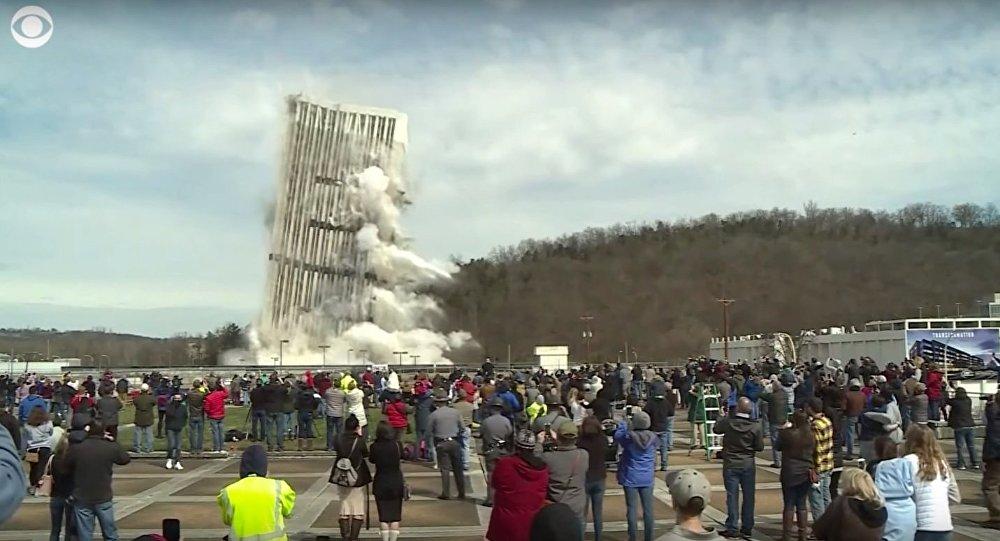 Xem tòa nhà 28 tầng cao nhất TP Mỹ đổ sụp tan tành trong tích tắc - 1