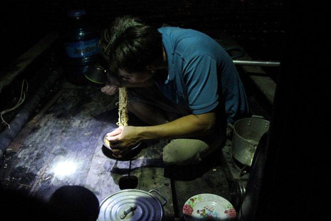 """Theo chân thợ săn cá """"khủng"""", từng 2 lần được lộc trời ban ở Sài Gòn - 9"""