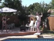 """"""" Chơi vơi """"  với những pha tai nạn hi hữu ở bể bơi"""