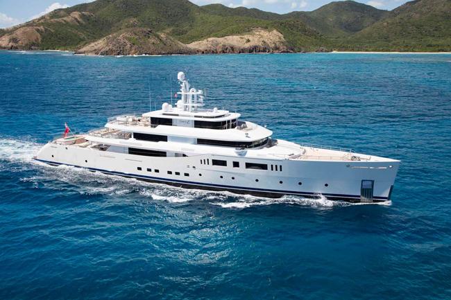 1. Chiếc Fraser Yachts Perini Navi Grace E được rao bán với giá hơn 2 nghìn tỷ đồng.