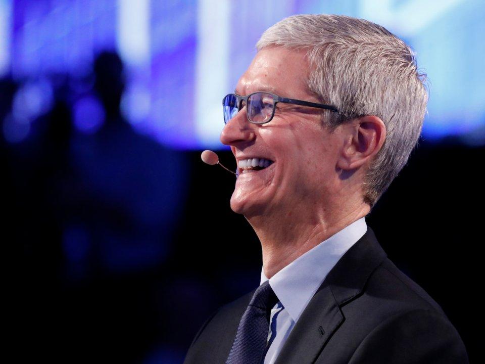 Apple sắp trở thành công ty đầu tiên trong lịch sử được định giá nghìn tỷ USD - 1
