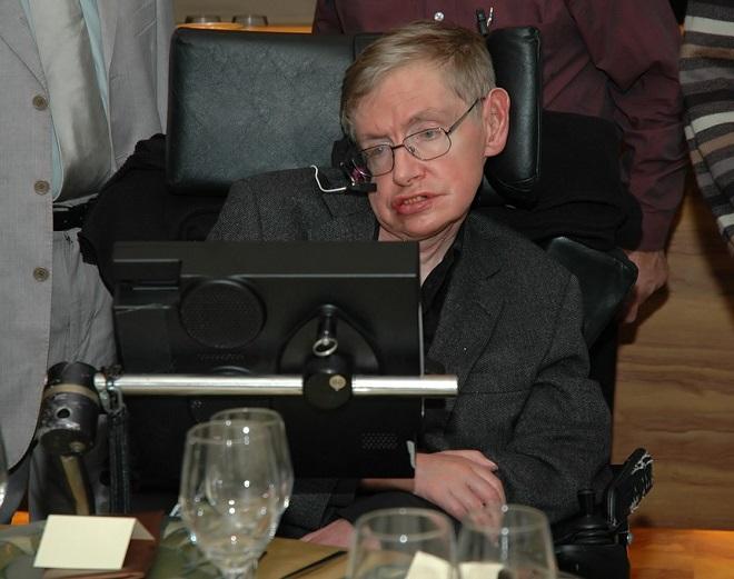 Vì sao thiên tài vật lý Hawking chống được bệnh quái ác suốt 50 năm? - 1