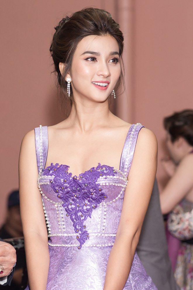 """Tò mò về """"nữ hoàng cảnh nóng"""" mới của màn ảnh Việt - 3"""