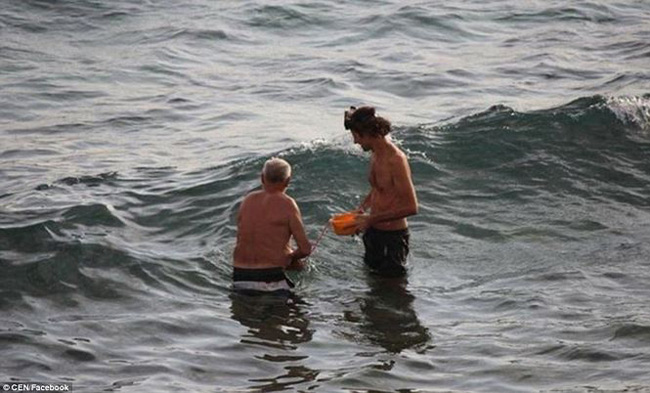 Hi hữu: Đang đi bơi, thai phụ bất ngờ đẻ rơi trên biển Đỏ - 1