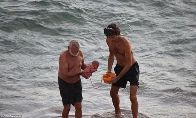 Hi hữu: Đang đi bơi, thai phụ bất ngờ đẻ rơi trên biển Đỏ - 3