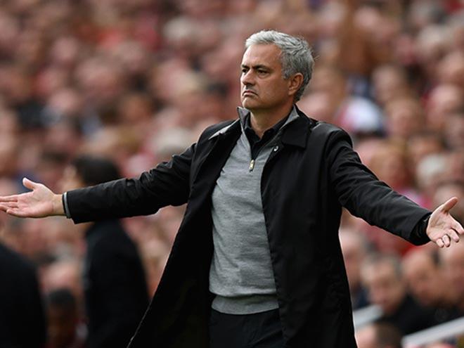 Mourinho vạ miệng, hạ thấp MU bị loại Cúp C1: Triệu fan đòi sa thải - 1
